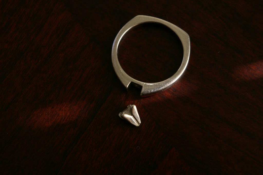 ring broken diamond