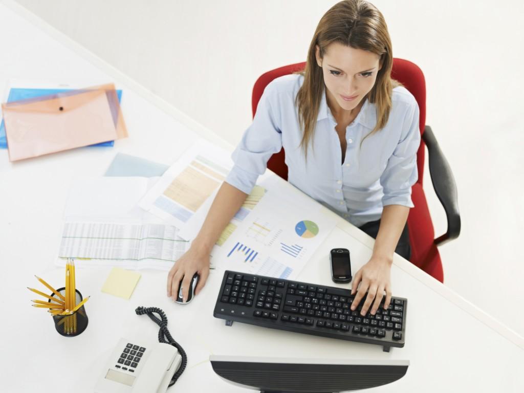 business woman in office using desktop computer.