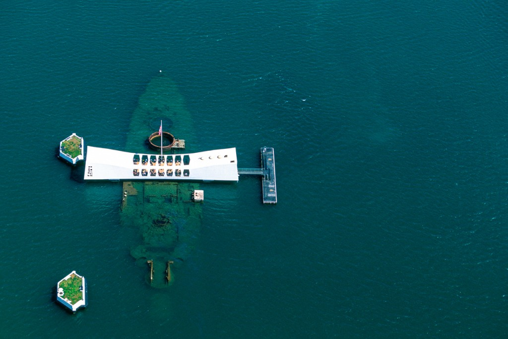 USA, Hawaii, Oahu, USS Arizona memorial in Pearl Harbor.