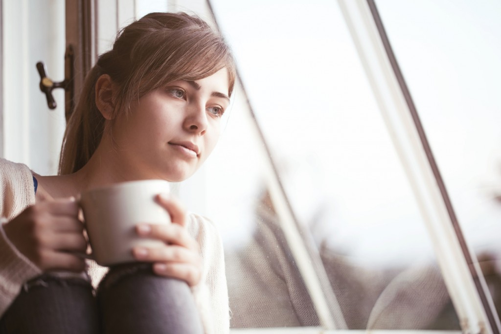 Beautifull woman drinking teaBeautifull woman drinking tea