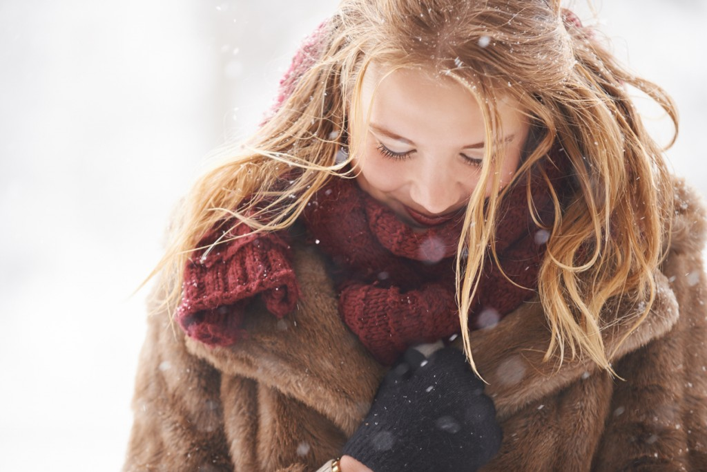 Shot of an attractive young women outdoors standing outside on a snowy winter's dayhttp://195.154.178.81/DATA/i_collage/pu/shoots/806427.jpg