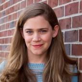 Headshot Amy Peterson.