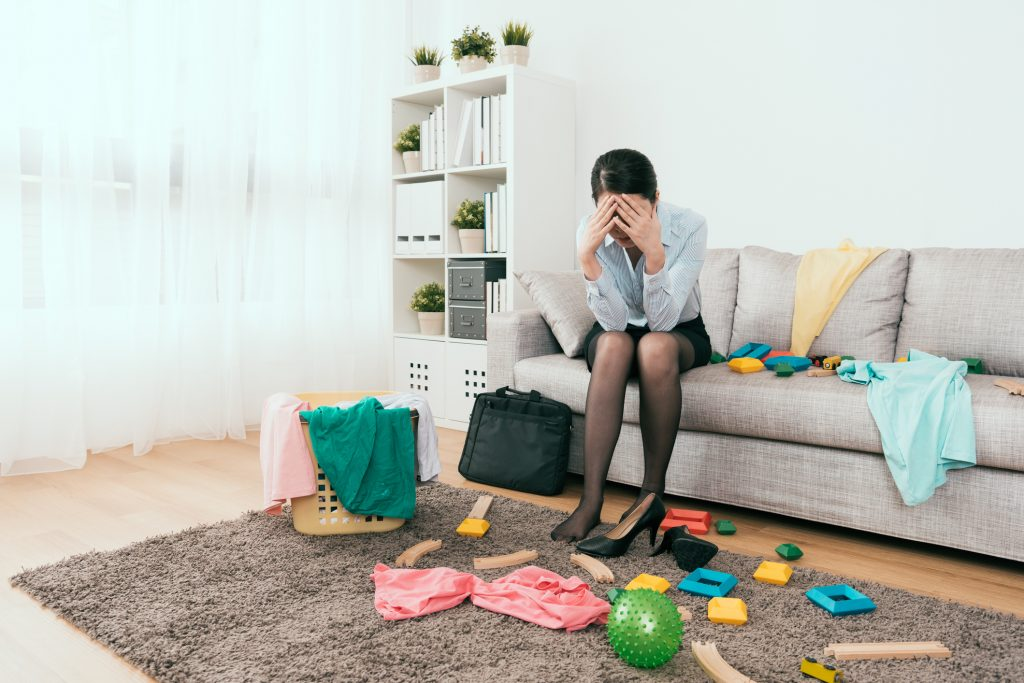 businesswoman feels frustration to see the mess