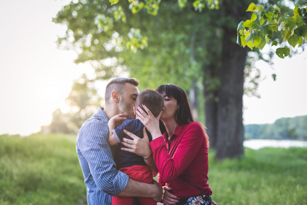 Family kissing each other